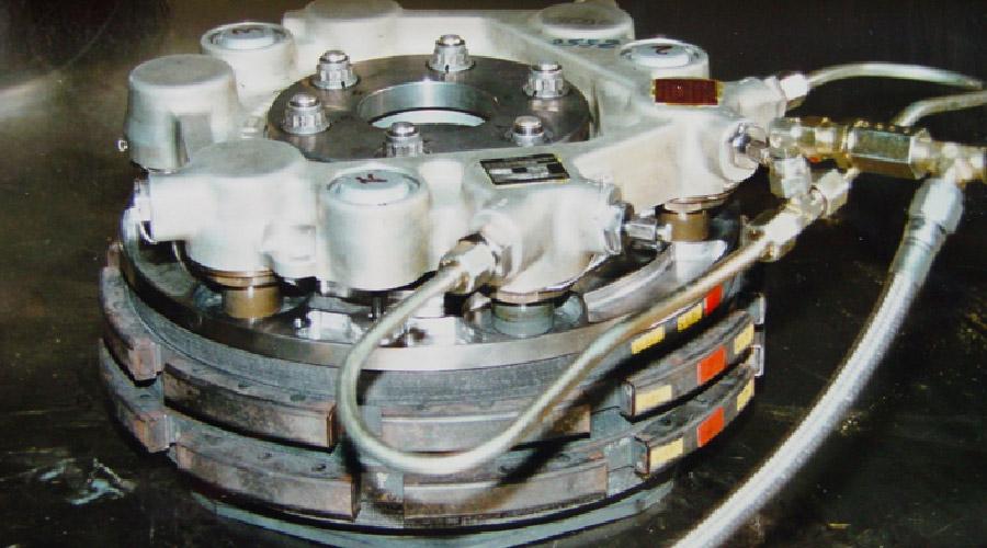 Un équipement subit des pressions hydrauliques