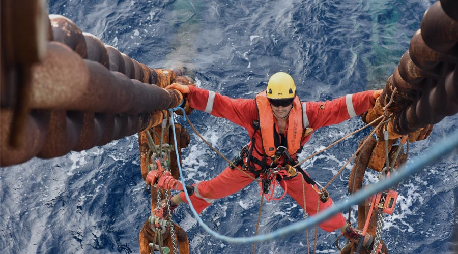 rope access technician in intervention